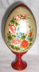 Пасхальные яйца,  шкатулки и другие сувениры с росписью и лаком.
