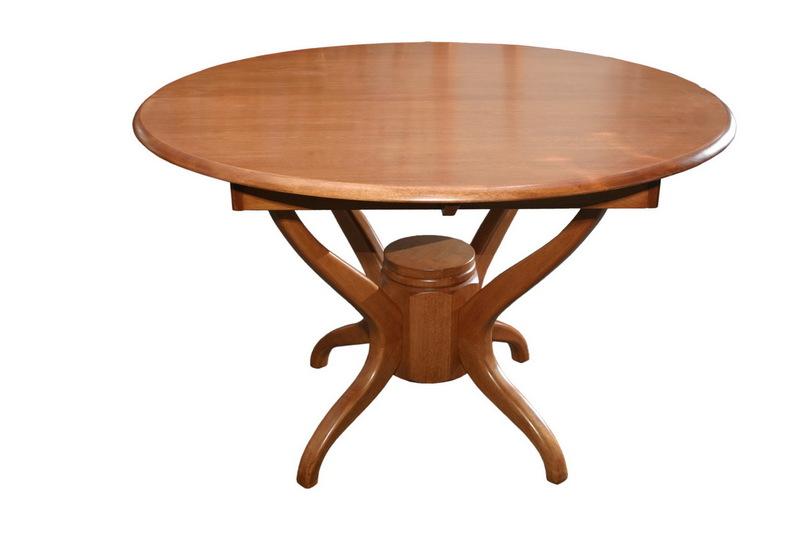 Стол должен быть не просто красивым, а респектабельным, стильным и солидным. . Основные формы таких столов