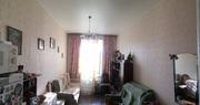 Комната чистая ,  светлая,  поменян пол ,  на окне стеклопакеты