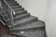 Лестницы и ступени из натурального камня и кварцевого агломерата.