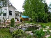 Зимний дом с ухоженной усадьбой среди лесов и озер