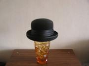 Шляпа с полями из черного фетра