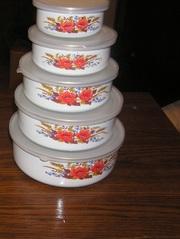 набор круглых контейнеров для пищи